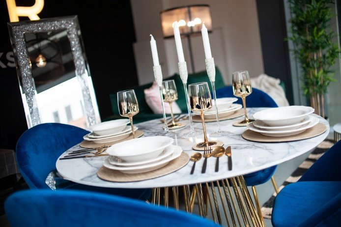 Dining table staging | Manor Interiors
